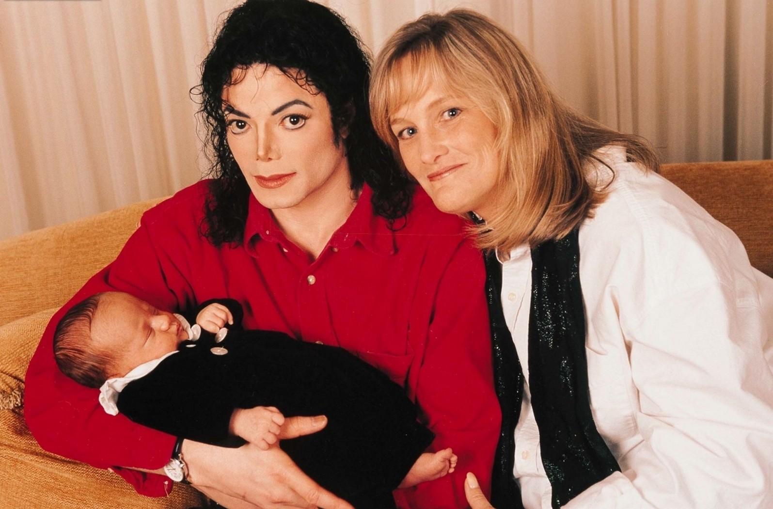Майкл с дебби роу между ними были сексуальные отношения