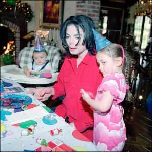 2604217_Children-with-micheal-jackson-Blanket-Paris-Prince-2